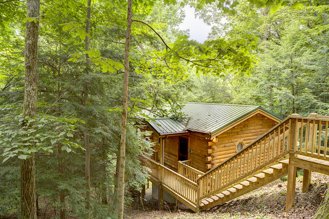 Cuddle in cabin in hocking hills at getaway cabins Getawaycabins com